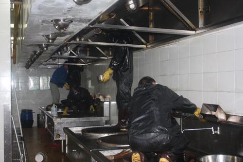 东莞餐馆抽油烟机抽油烟罩清洗服务